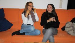 Tanja und Alicy im Gespräch mit Bianca - sie wird bei dem Event als Übersetzerin dabei sein
