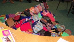Bunte Schätze die nun durch den FriendCircle WorldHelp an bedürftige Kinder und Erwachsene in den Wintermonaten verteilt werden.