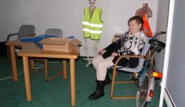 Frau Ada Höhns, die als Strickfreundin von Anfang an dabei ist und bei der Organisation hilft.