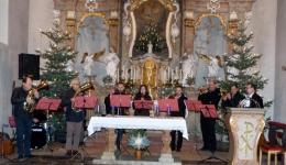 Helena, Hildegard and Josef with their team of artists and many, many helpers from the village donate a big part of the proceeds of the Christmas concert of the project choir in Lauter to the work of friends help friends - THANK YOU!