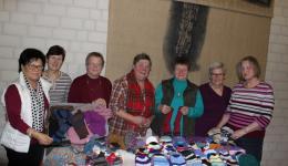 Unsere Strickfeundinnen mit Helga vom Frauenkreis in Knetzgau. DANKE für ALLES!!