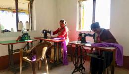 Die Nähwerkstatt für junge Frauen und Männer. Der FriendCircle WorldHelp hat Gebäude und Ausstattung finanziert.