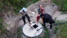 Katrin, Ludmila and Mingmar at the well shaft...