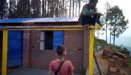 The last working steps of the construction of the training workshop in Bahch Pokhari near Dhulikhel in Nepal.
