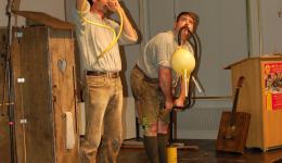Das mobile Albhorn und der Dudelsack aus Handschuh und Luftpunpe im Einsatz - der Hammer was die zwei da für Töne rausholen ;-)
