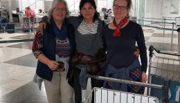 Ingrid, Erni and Katrin (from left) at the Munich airport.