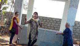 """Der neu gebaute Waschplatz im Lepradorf """"Karna"""" ist vor allem für Behinderte und alte Menschen eine große Erleichterung."""