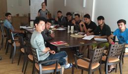 Erste Unterrichtseinheit am 21.08. für einige Jugendliche im Gebäude der AWO Bamberg. Tanja hält die erste Deutschstunde.