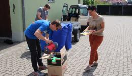 Always more donations are brought and immediately sorted with expert knowledge...