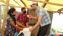 Michael explaining last details to the nurses...