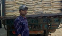 Our friend Gaurav, son of the grocer has organized the loading of the trucks for us.