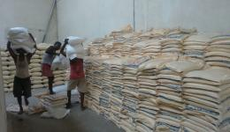 For the first transport a total of 30 tons of rice and flour was loaded on the trucks.
