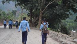 Many children in blue school uniforms accompany us the 3 kilometer road that leads to Naya Shanghu. We still do not know that they partly have do walk over an hour from their mountain villages down to the school.