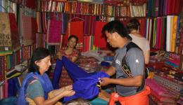 In a small shop Susanne and Fenja are choosing fabrics for the typical Nepalese clothes.