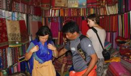 Mingmar, our Nepalese friend is a talent for organization and even gives recommendations on the length of the scarf.