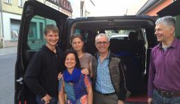 On May 10, the team departed in the early morning from Bamberg towards Nepal. The team consists of Jürgen, Susanne, Alois and Alexandra. Fenja will complete the team in Kathmandu. Here is a photo before their departure. Many thanks to Bruno, who drove the team by the bus of Tanja and Michael to the airport.