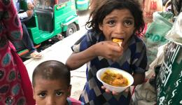 Soup kitchen: once more many children can enjoy food and fresh juice...