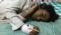 Eine arme Familie kann die Krankenhaus-Kosten für ihre Tochter nicht bezahlen. Das Mädchen leidet seit über zwei Wochen an hohem Fieber. Friends help friends übernimmt Kosten für Behandlung und Medizin. Mittlerweile ist das Kind wieder gesund bei seiner Familie.