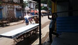 Einkauf von Wellblechdächern in Allahabad.