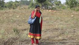 Meena. Sie betreut den Brunnenbau vor Ort bis zur endgültigen Fertigstellung.