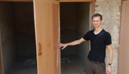 Zur Ausbetonierung des Bodens von vier der Toiletten und zur Verputzung des Gebäudes, um es vor der Witterung zu schützen, muss noch restliches Material gekauft werden.