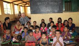 Über den zusätzlichen Schulunterricht und das zur Verfügung gestellte Material freuen sich die Kinder und ihre Eltern sehr...