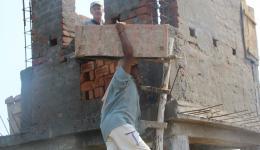 Verschalung der Betonpfeiler