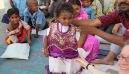 Auch dieses kleine Mädchen besucht bereits die Schule von Chakkia.