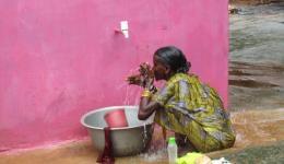In einem Dorf in Rourkela wurde im November letzten Jahres ein Brunnen gebohrt. Die Bohrung war erfolgreich, trotz vorheriger, mehrmaliger Fehlversuche durch die Regierung.