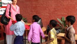 Die Lehrer und Lehrerinnen der Schulen machten eine sehr gute Arbeit, indem sie von Tür zu Tür Hausbesuche bei den Arbeiterfamilien machten, um den Eltern zu erklären, wie wichtig es ist, dass sie ihre Kinder zum Unterricht schicken.