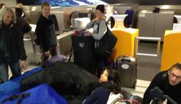 Wir verursachen ein leichtes Chaos beim Check-In, fünf Reisende brauchen Bordkarten und müssen wegen dem Gepäck gemeinsam einchecken, 14 Gepäckstücke + Handgepäck, vielen Dank an Turkish Airlines für die großzügige Unterstützung!!