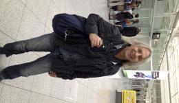Peter (unser Graphiker) reist wieder mit leichtem Gepäck. Gestern hat der noch den neuen Newsletter fertiggestellt und in Druck gegeben, dann mit dem Nachtzug von Wien nach München...