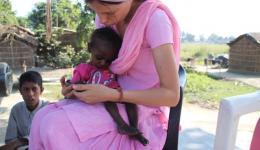 Hier ein völlig unterernährtes anderthalb- jähriges Mädchen