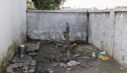 Die Dusche in der Chota Phool Kolonie. Es gibt fließend kaltes Wasser...