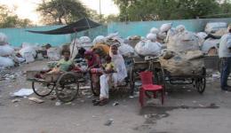 Familien die mit Müllsammeln das Nötigste an Nahrung verdienen