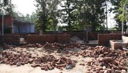 Hier ein Foto des Kindergartens im November, wir haben 150 Sack Zement gespendet damit der stockende Bau fortgeführt werden konnte.