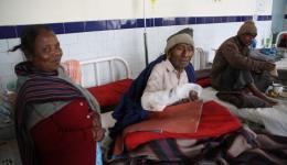 19.02.  Frau aus West Bengalen, die ihren leprakranken Mann ins Krankenhaus begleitet hat...