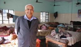 Direktor von der Blindenschule. Der Baugrund für diese Schule wurde von Mahatma Gandhi gestiftet.