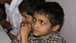 Die Kinder sind entweder ganz blind oder haben noch eine Restsehfähigkeit.