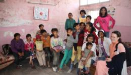 Ashiana Kinderheim: Im großen Mädchenzimmer dürfen sich die Kinder eine neue Wandfarbe aussuchen, weil das halbe Zimmer an den Wänden von Schimmel durchzogen ist. Der Freundeskreis Indienhilfe finanziert die Renovierung..