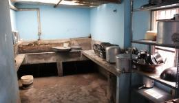 ...hier noch eine kleine Impression des Kinderheimes, wo die Kinder nach dem Essen ihre Teller abwaschen...