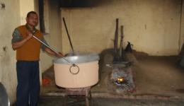 In der Gemeinschaftsküche wird Essen gekocht.