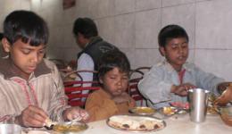 Ein warmes Essen für Straßenkinder, siehe Tagebucheintrag mit Bericht vom 23.02.2011