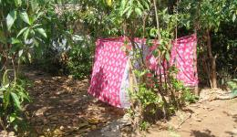 Am Morgen des 20.02.12 besuchen wir die Radha Krishna Lepra Kolonie in der Nähe von Rourkela. Eine Badezimmer in der Leprakolonie.