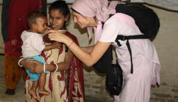 04.03.2012 - In Delhi - Sunny und Geeta sind für 11.00 Uhr bestellt und wie erwartet kommen die beiden sehr pünktlich. Heute besuchen wir blinde Menschen.