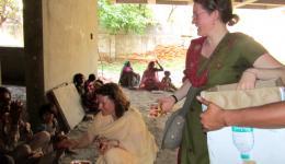 Fotos von Katrin und Andrea, sie besuchen einige Leprakolonien nördlich von Dehli und führen die Suppenküche weiter.