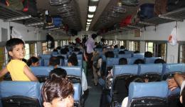 Mit dem Zug geht's wieder nach Delhi...