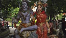 """Statuen der Hindu-Gottheiten """"Shiva und Parvati"""""""