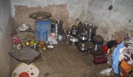 """15. Juni – Die Küche einer Hütte in der """"Jagannath-Leprakolonie"""" in Raurkela."""