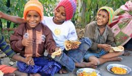 Das glückliche Lächeln der Kinder entschädigt für jegliche Mühen.